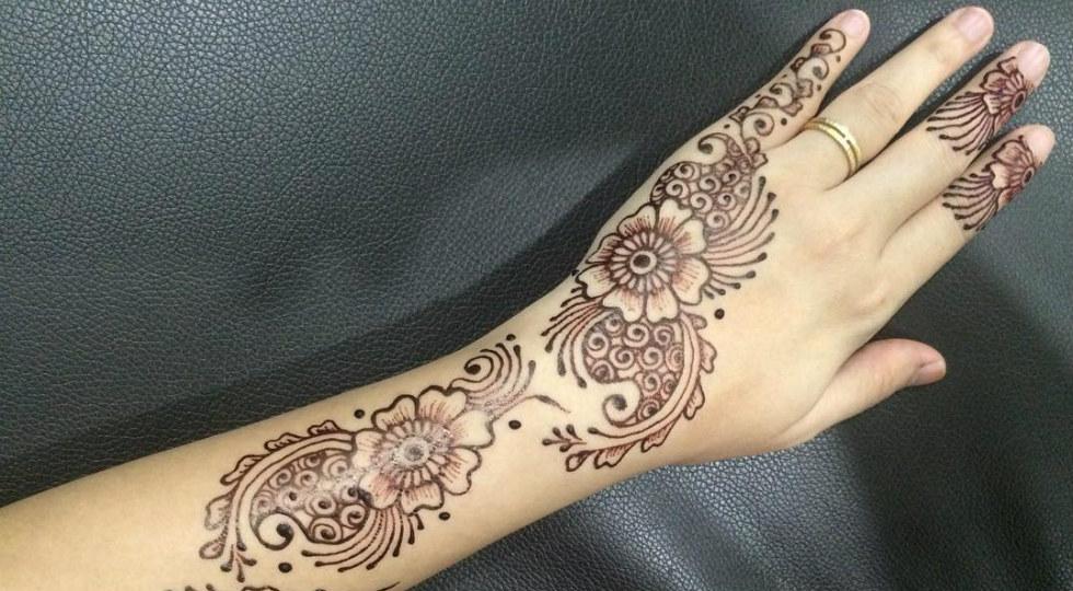 melukis henna